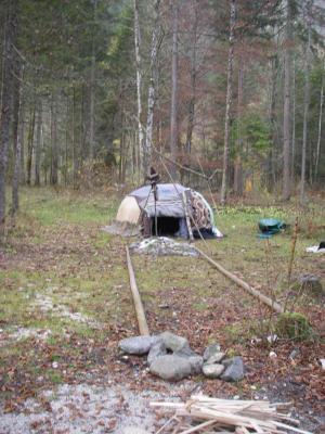 Schwitzhütte mit Energielinie am Nachmittag