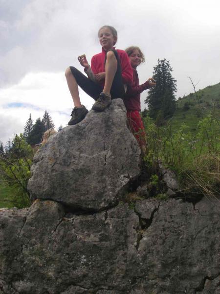 Lena und Priska grüßen von oben
