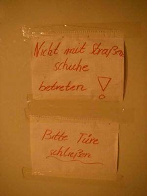 Badezimmer mit Schuhen betreten verboten
