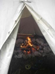 Feuer im Tipi brennt weiter
